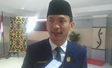 Permalink to Ketua DPRD Sintang Dorong Pemkab Untuk Pantau Harga Sembako