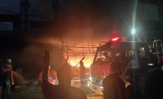 Permalink to 3 Ruko Di Kompleks Pasar Inpres Dilahap Api